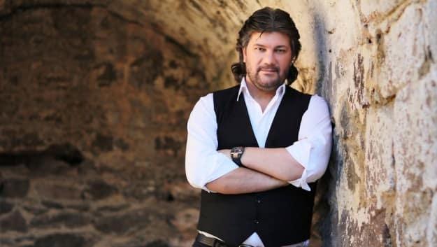 Ahmet Şafak Kimdir-Biyografisi ve Hayatı